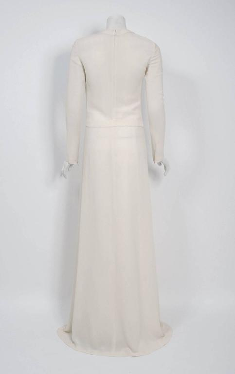 2006 Alexander McQueen Runway White Silk Crepe Chain Plunge High-Slit Gown For Sale 1
