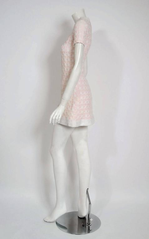1966 Pierre Cardin Paris Pink & White Textured Cotton Space-Age Mod Mini Dress In Excellent Condition For Sale In Beverly Hills, CA