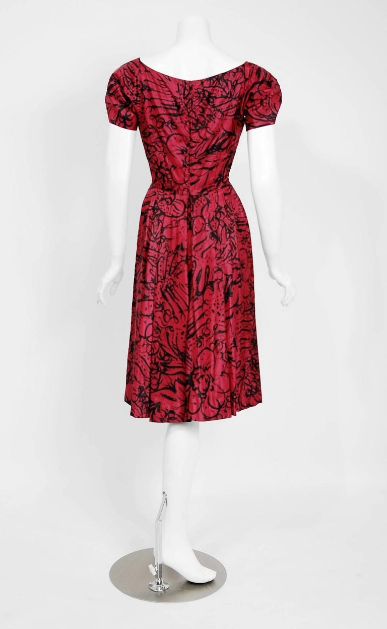 1953 House of Worth Haute-Couture Magenta Abstract Print Silk Shawl-Collar Dress 7