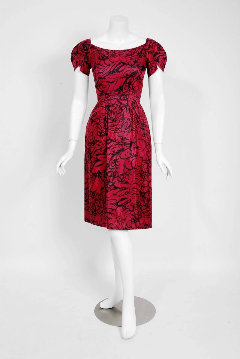 1953 House of Worth Haute-Couture Magenta Abstract Print Silk Shawl-Collar Dress 4