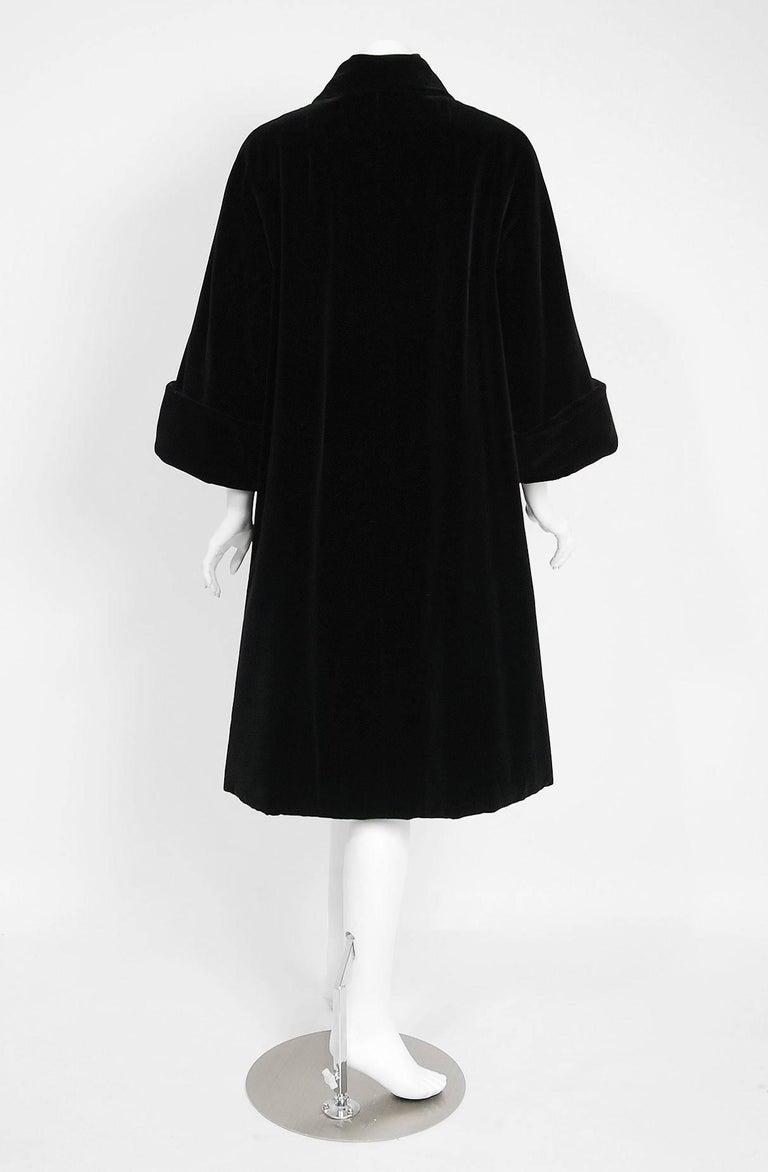 Vintage 1951 Pierre Balmain Haute Couture Black Velvet Wide-Cuff Swing Coat  For Sale 1