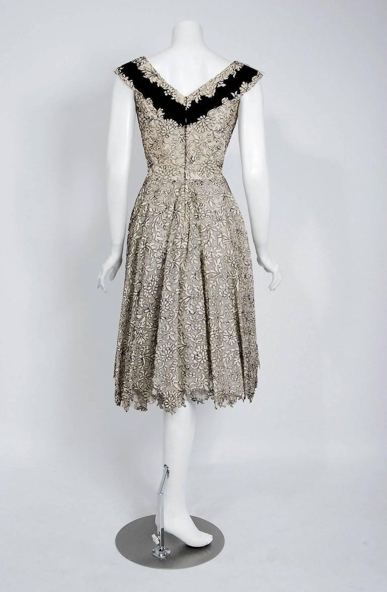 1955 Elizabeth Arden Couture Ivory Lace & Black Velvet Scalloped Party Dress  For Sale 2