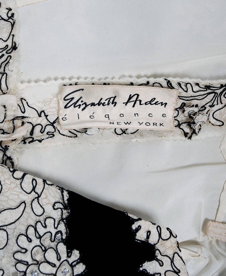 1955 Elizabeth Arden Couture Ivory Lace & Black Velvet Scalloped Party Dress  For Sale 4