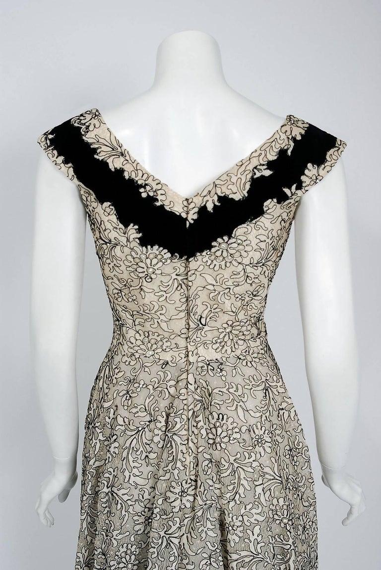 1955 Elizabeth Arden Couture Ivory Lace & Black Velvet Scalloped Party Dress  For Sale 3