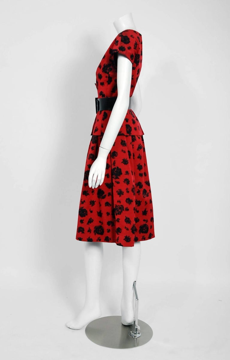 1957 Christian Dior Demi-Couture Red & Black Floral Print Silk Belted Dress Set For Sale 1