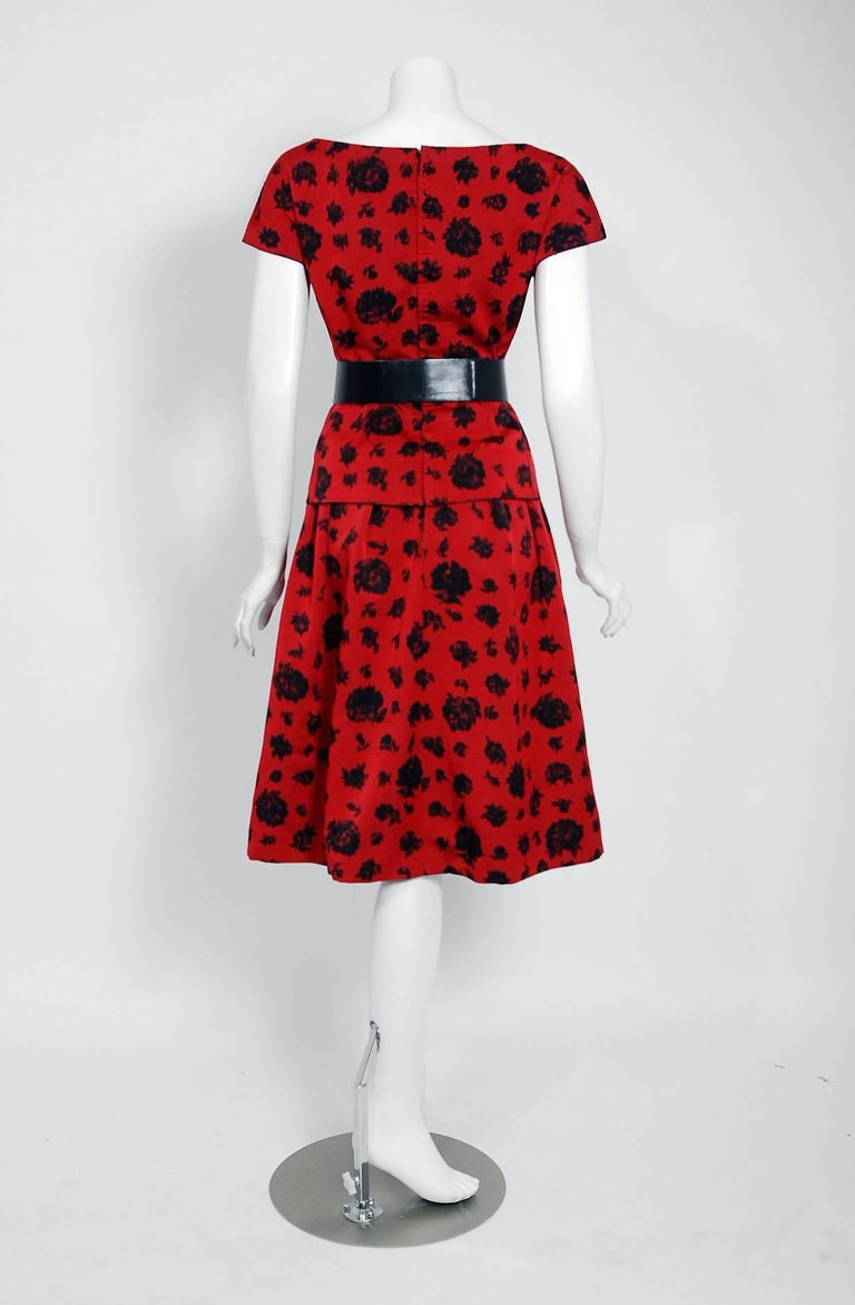1957 Christian Dior Demi-Couture Red & Black Floral Print Silk Belted Dress Set For Sale 2