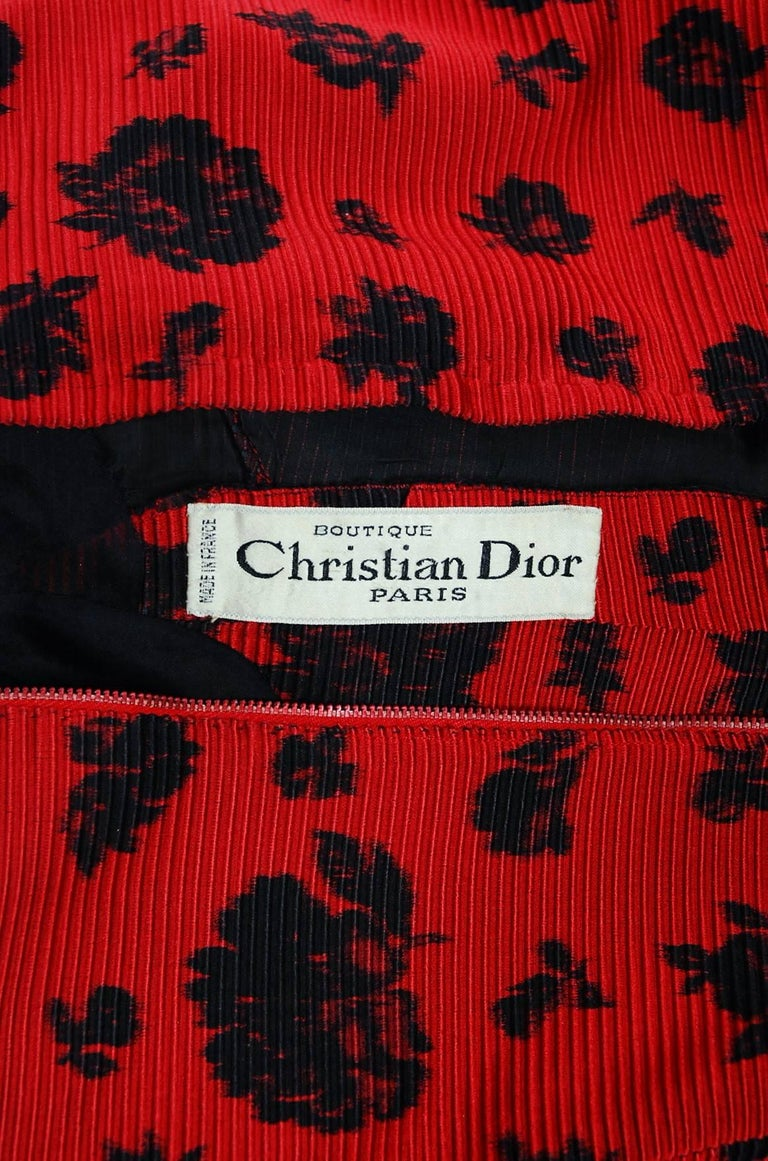 1957 Christian Dior Demi-Couture Red & Black Floral Print Silk Belted Dress Set For Sale 3