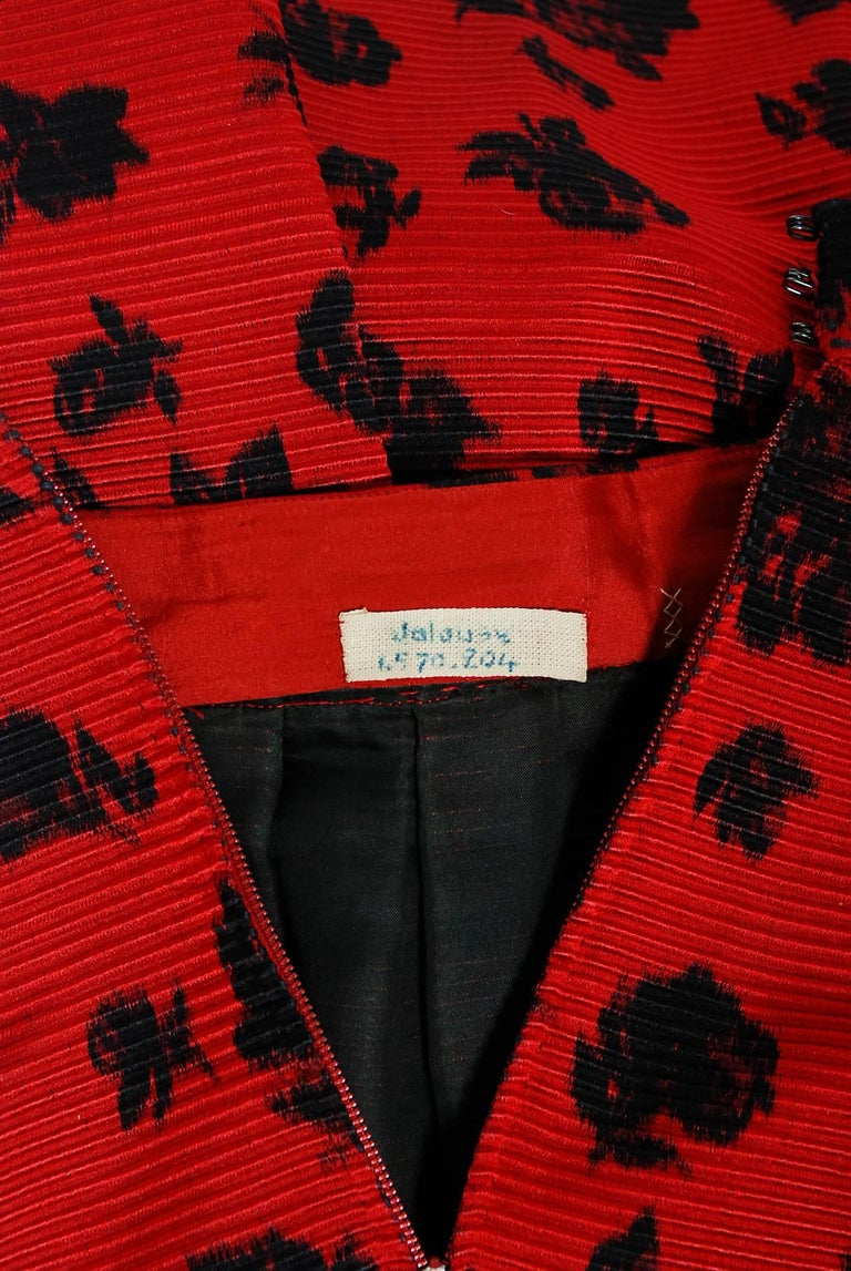 1957 Christian Dior Demi-Couture Red & Black Floral Print Silk Belted Dress Set For Sale 4