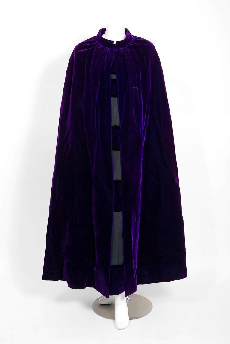 Vintage 1970 Pierre Balmain Haute Couture Purple Velvet Gown & Full-Length Cape In Good Condition For Sale In Beverly Hills, CA