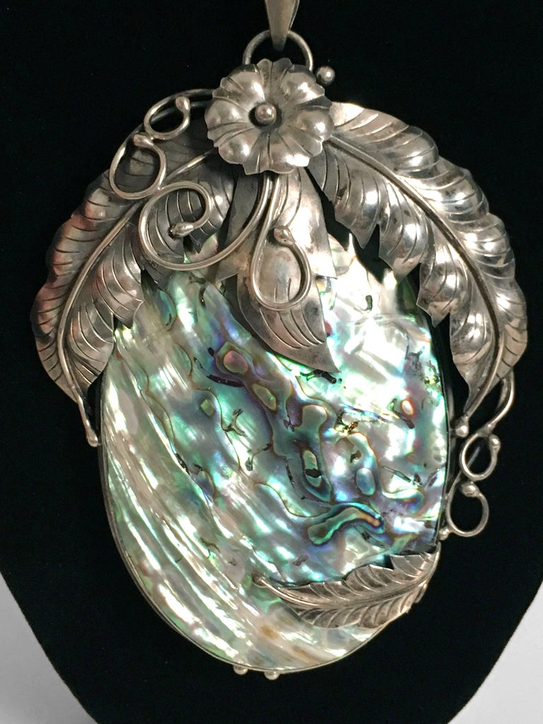 Women's or Men's Vintage 1970's Native American Abalone Sterling Silver Feather Motif Necklace For Sale