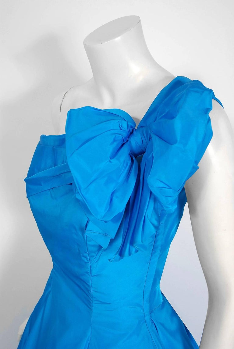 1950's Royal Blue Taffeta One-Shoulder Asymmetric Bow Circle Skirt Party Dress In Excellent Condition For Sale In Beverly Hills, CA