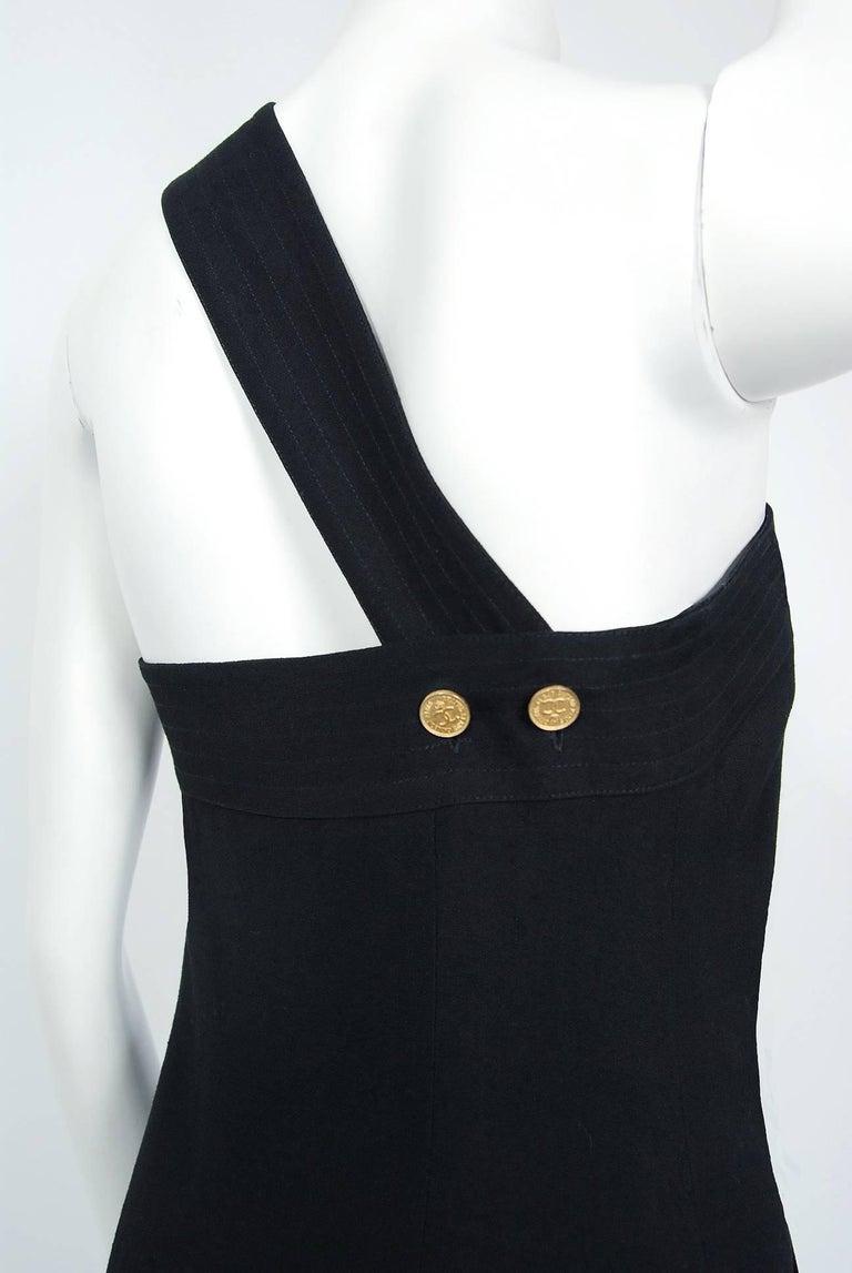 Vintage 1995 Chanel Black Linen One Shoulder Asymmetric Double-Breasted Dress For Sale 3