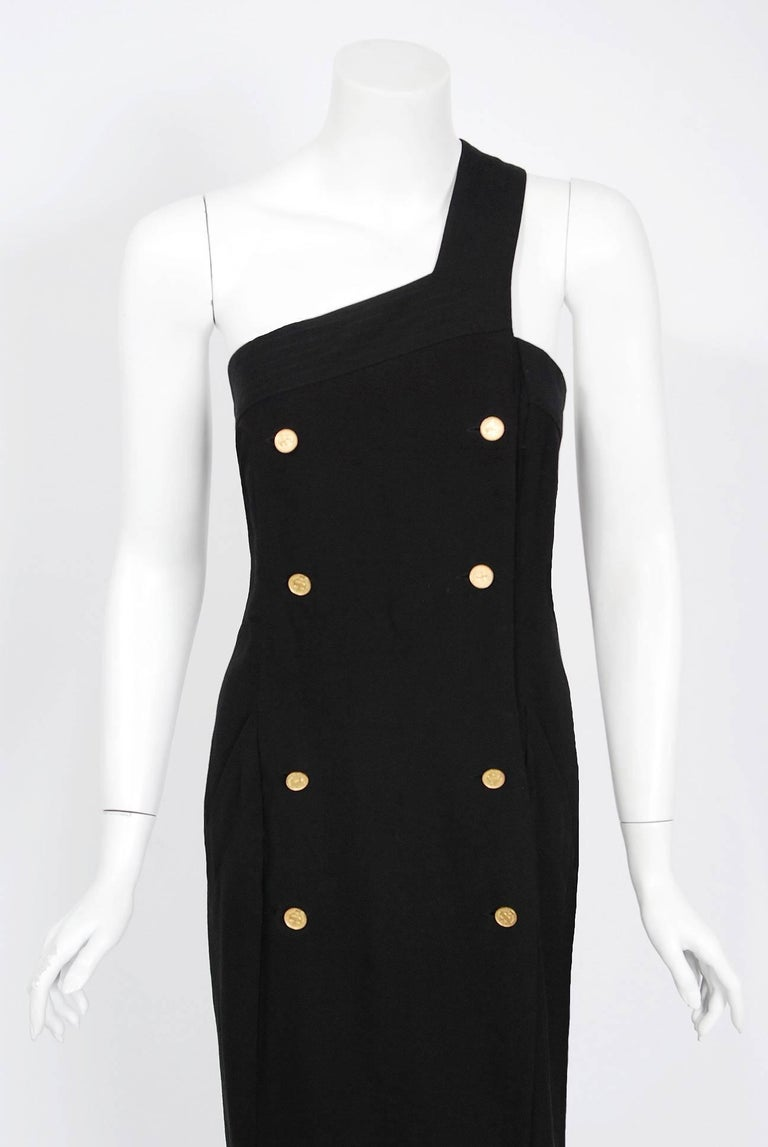 Vintage 1995 Chanel Black Linen One Shoulder Asymmetric Double-Breasted Dress In Good Condition For Sale In Beverly Hills, CA