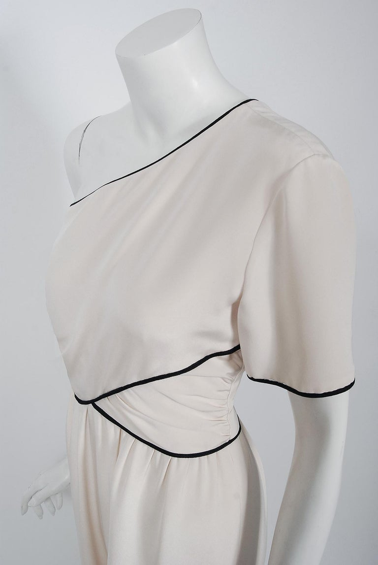 1979 Bill Blass Couture Ivory Silk One-Shoulder Asymmetric Ruched Jumpsuit In Excellent Condition For Sale In Beverly Hills, CA