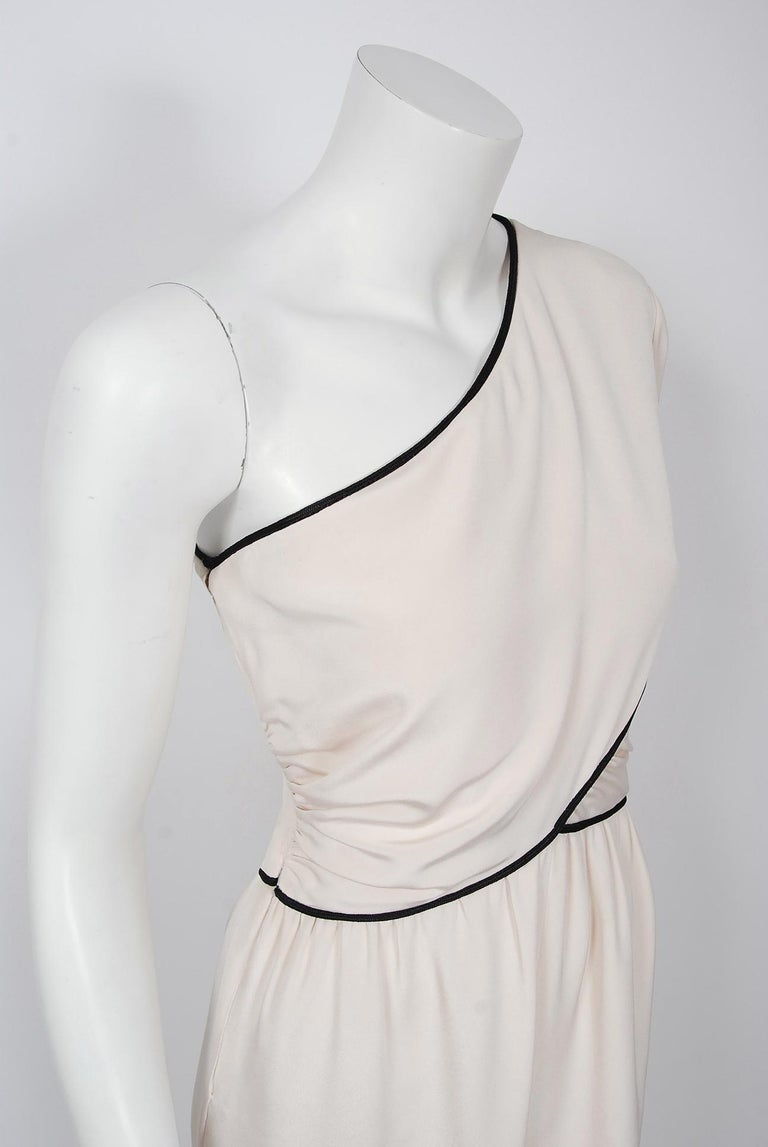 Gray 1979 Bill Blass Couture Ivory Silk One-Shoulder Asymmetric Ruched Jumpsuit For Sale