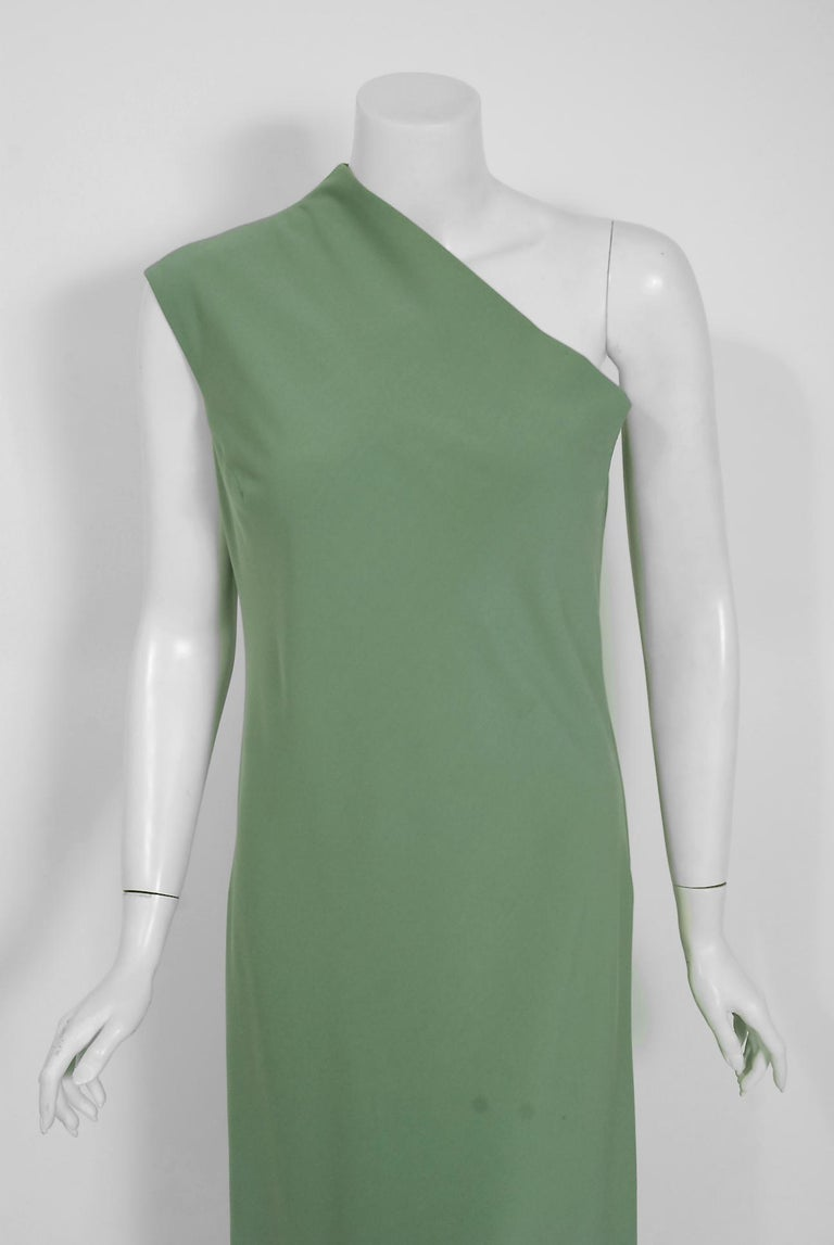 Vintage 1960's Pauline Trigere Seafoam Green Crepe One-Shoulder Gown & Fur Wrap In Good Condition For Sale In Beverly Hills, CA