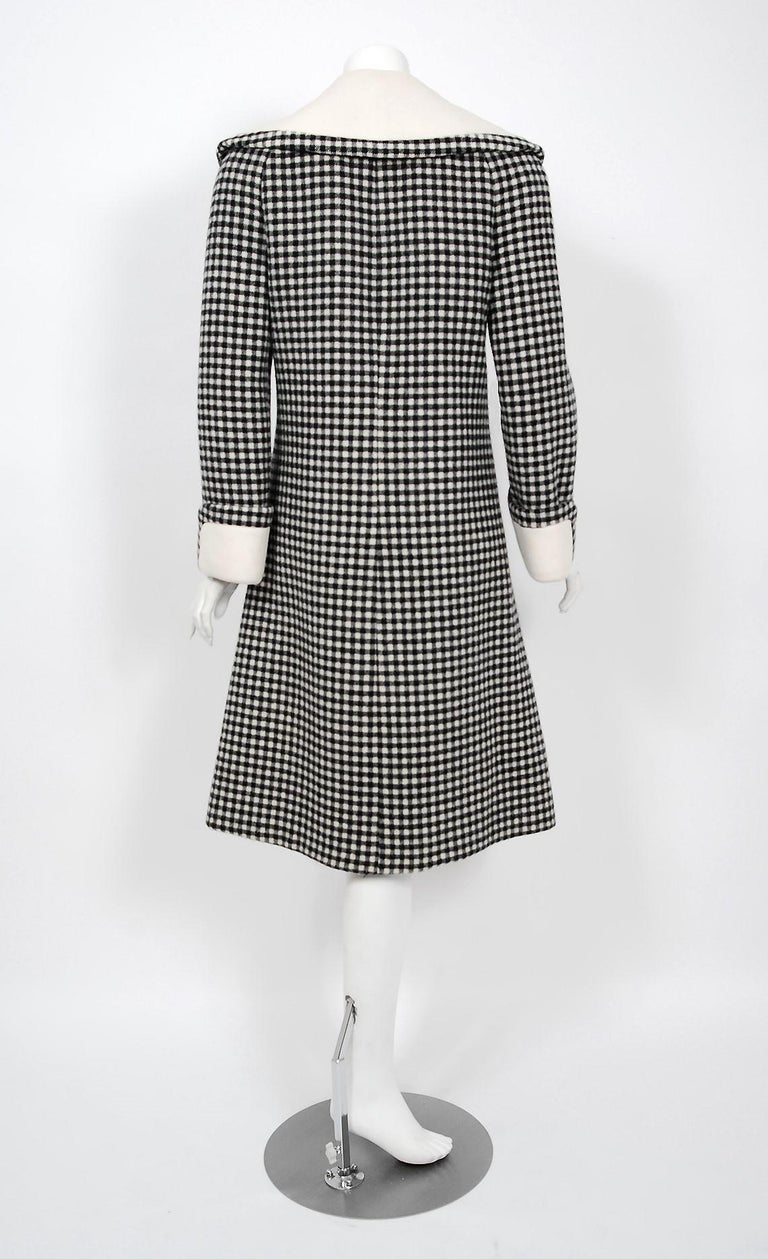 Vintage 1965 Geoffrey Beene Black Creme Checkered Wool Double-Breasted Mod Coat For Sale 2