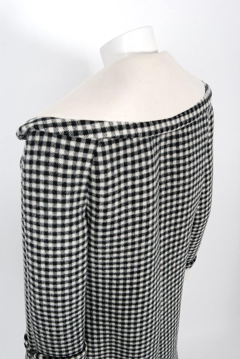 Vintage 1965 Geoffrey Beene Black Creme Checkered Wool Double-Breasted Mod Coat For Sale 3