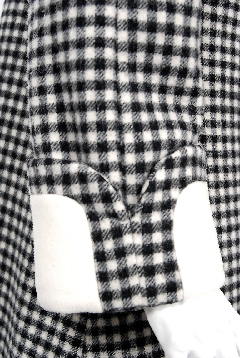 Vintage 1965 Geoffrey Beene Black Creme Checkered Wool Double-Breasted Mod Coat For Sale 1