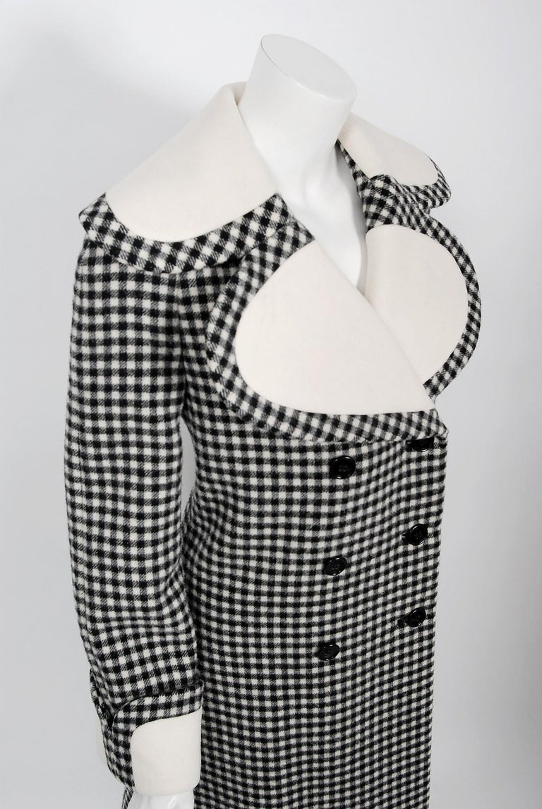 Vintage 1965 Geoffrey Beene Black Creme Checkered Wool Double-Breasted Mod Coat In Good Condition For Sale In Beverly Hills, CA