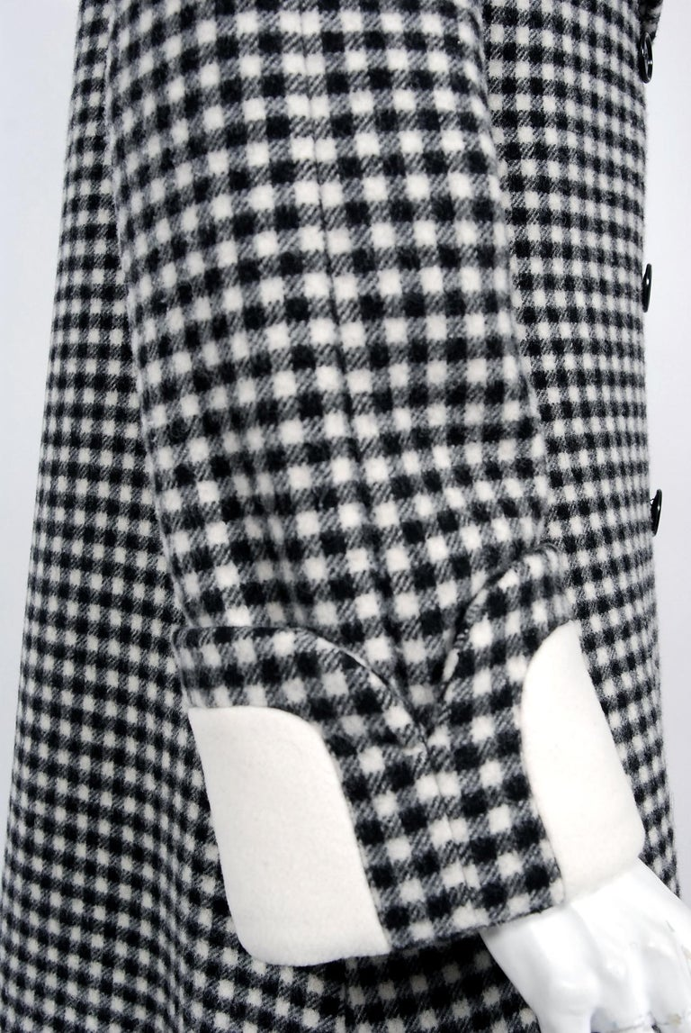 Women's Vintage 1965 Geoffrey Beene Black Creme Checkered Wool Double-Breasted Mod Coat For Sale