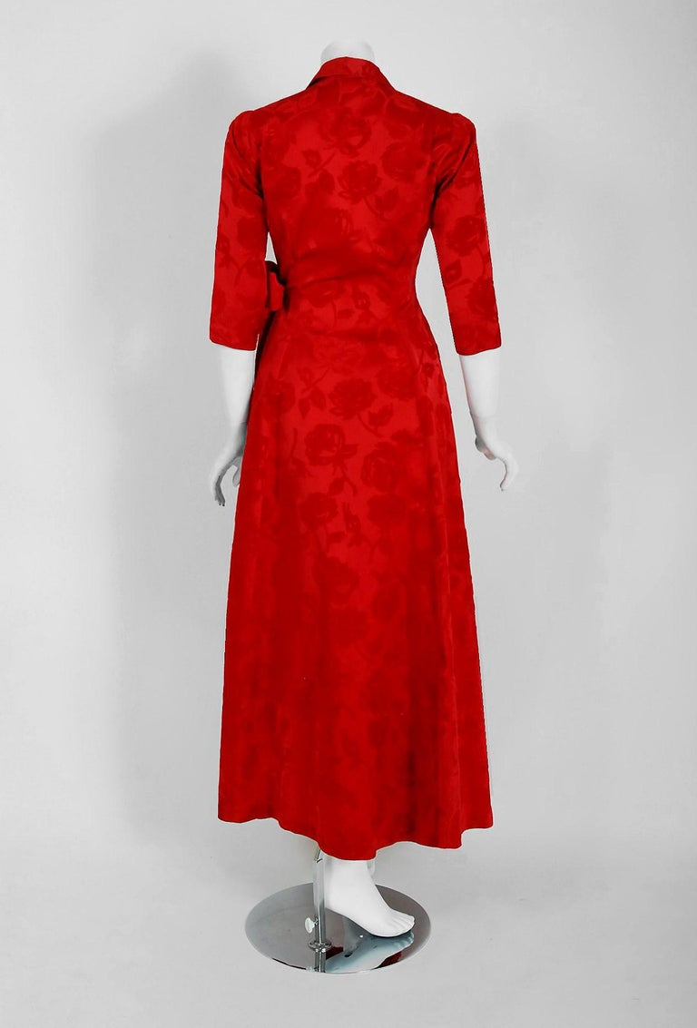 1962 Juel Park of Beverly Hills Couture Red-Roses Flocked Satin Dressing Gown For Sale 4