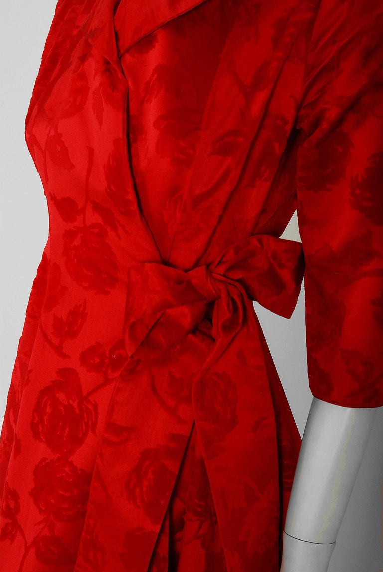 1962 Juel Park of Beverly Hills Couture Red-Roses Flocked Satin Dressing Gown For Sale 1