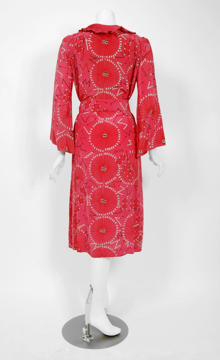 1976 Zandra Rhodes Mexican Turnaround Print Rayon Low-Cut Plunge Belted Dress For Sale 3