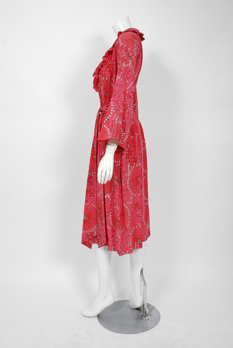 1976 Zandra Rhodes Mexican Turnaround Print Rayon Low-Cut Plunge Belted Dress For Sale 2