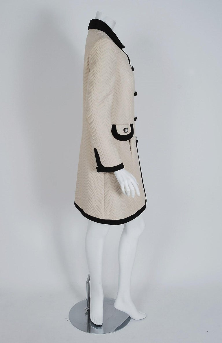 Vintage 1960's Italian Couture Creme Waffle Silk-Pique Double Breasted Mod Coat In Good Condition For Sale In Beverly Hills, CA