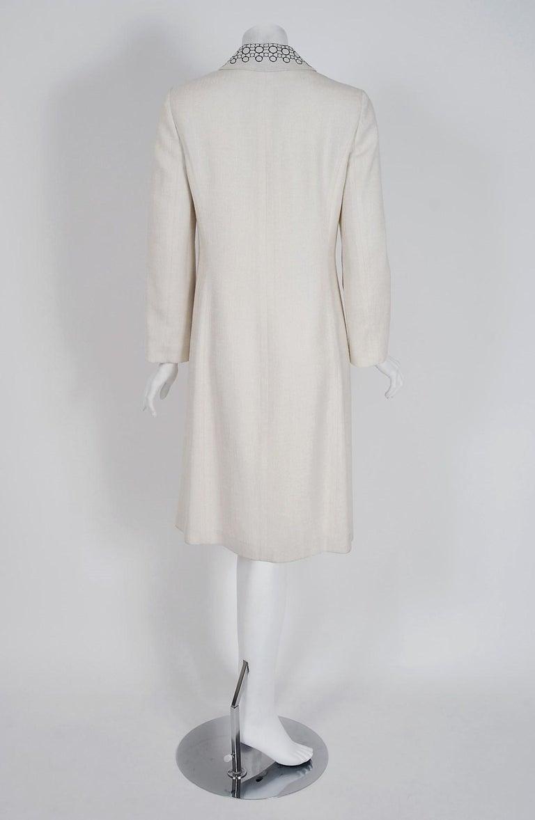 Vintage 1990's Carolina Herrera Black White Deco-Circles Embroidery Linen Jacket For Sale 1