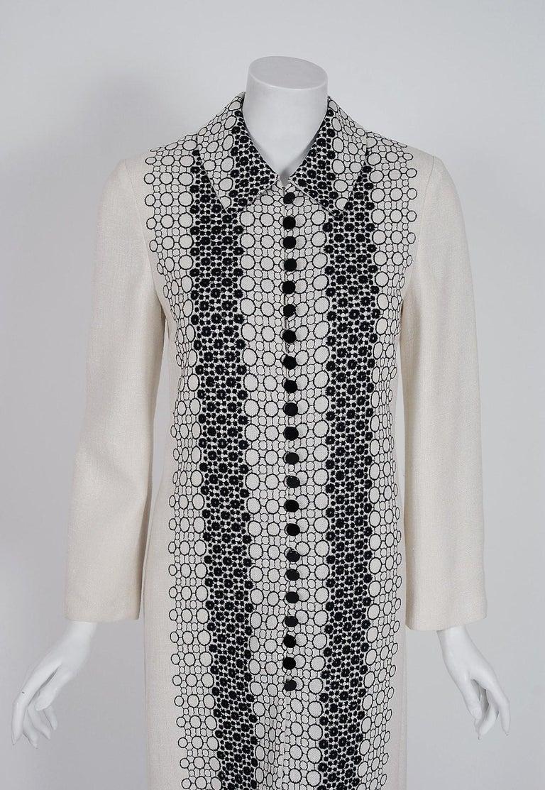 Gray Vintage 1990's Carolina Herrera Black White Deco-Circles Embroidery Linen Jacket For Sale