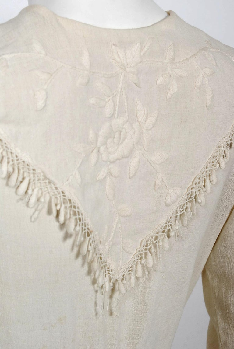 1916 Edwardian Ivory Embroidered Roses Silk Crepe Fringe Collar Tiered Gown For Sale 4