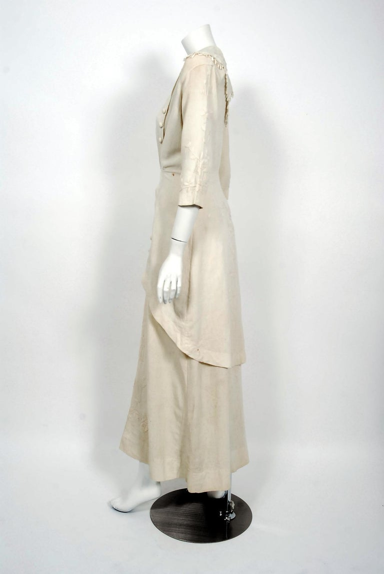 1916 Edwardian Ivory Embroidered Roses Silk Crepe Fringe Collar Tiered Gown For Sale 2