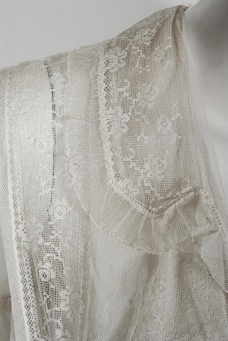 Vintage 1910's Ivory Sheer Embroidered Floral Lace & Tulle Tiered Bridal Gown  In Good Condition For Sale In Beverly Hills, CA