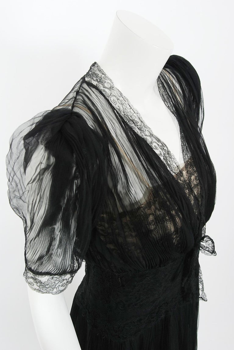 1930's Hattie Carnegie Pleated Black Chiffon & Lace Puff Sleeve Bias-Cut Dress  In Good Condition For Sale In Beverly Hills, CA