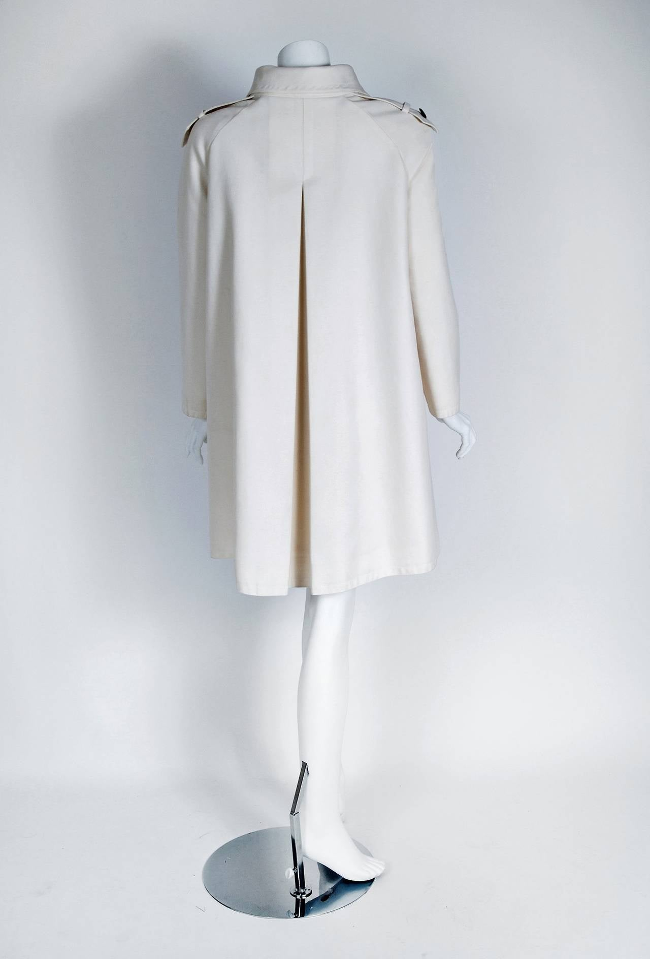 Women's 1968 Pierre Cardin Ivory White Cotton-Twill Mod Space-Age Pockets Trench Jacket For Sale