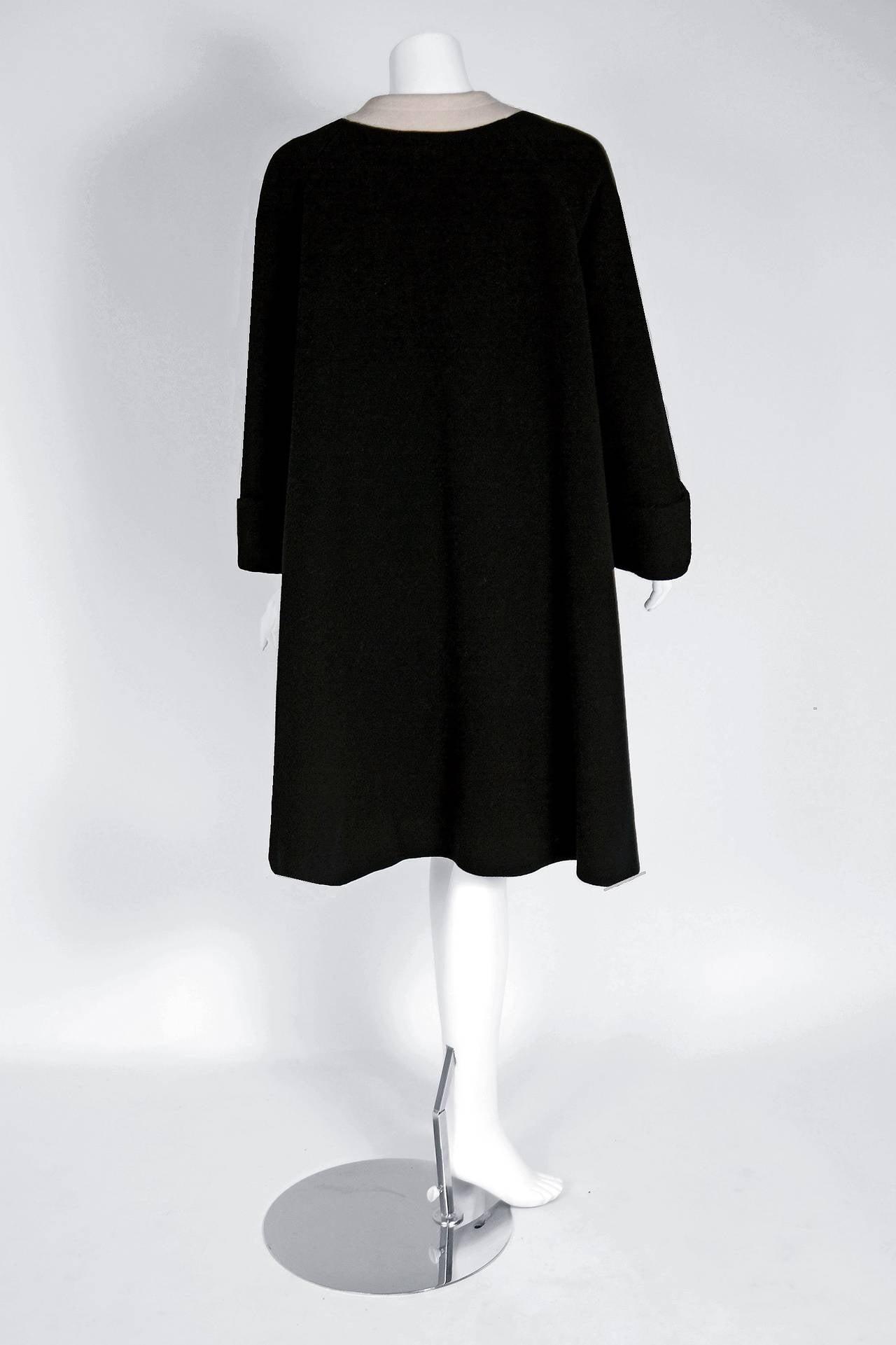 1960's Pierre Cardin Black & Ivory Block-Color Wool Mod Space-Age Swing Coat For Sale 2