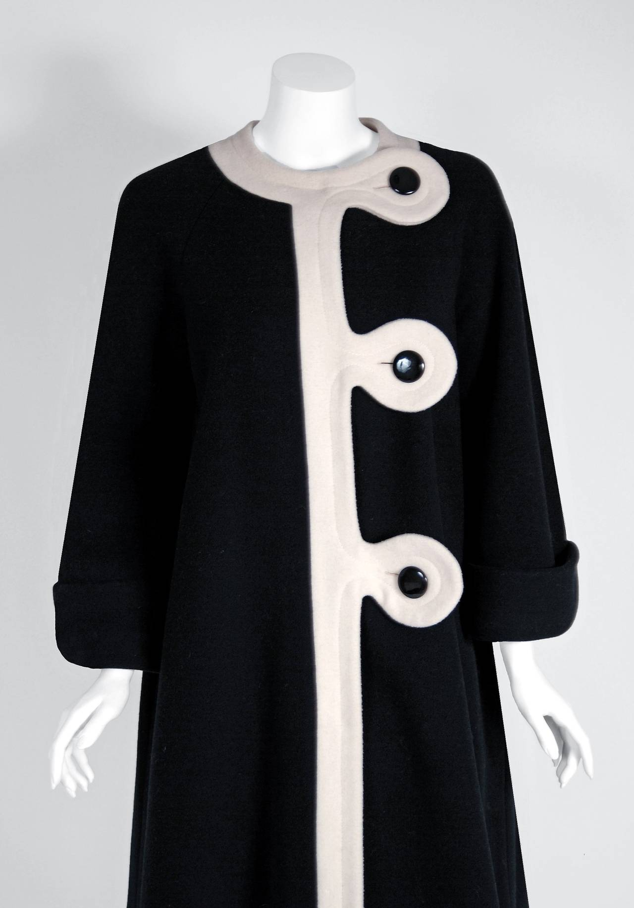 1960's Pierre Cardin Black & Ivory Block-Color Wool Mod Space-Age Swing Coat In Excellent Condition For Sale In Beverly Hills, CA