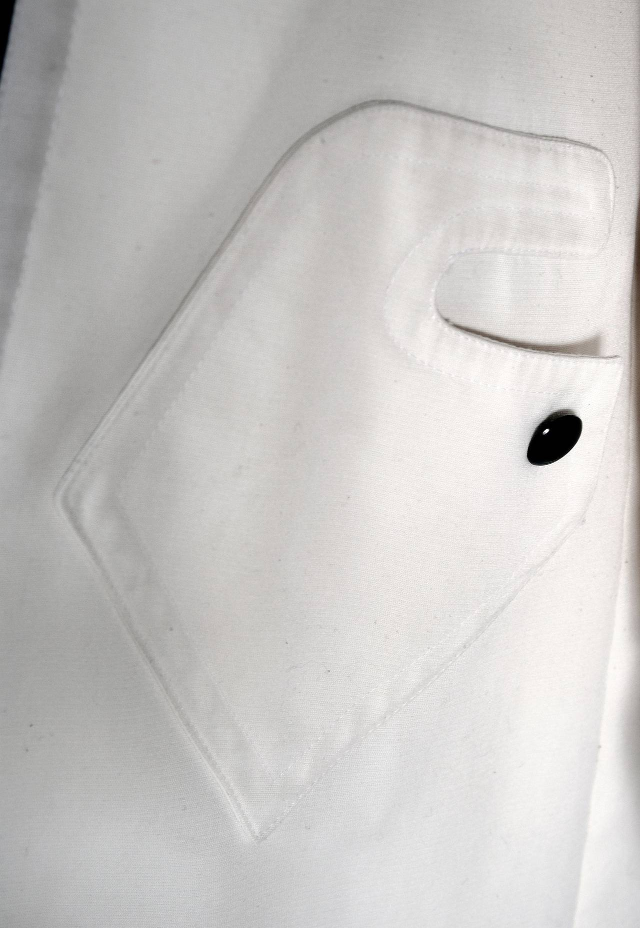 1968 Pierre Cardin Ivory White Cotton-Twill Mod Space-Age Pockets Trench Jacket In Excellent Condition For Sale In Beverly Hills, CA
