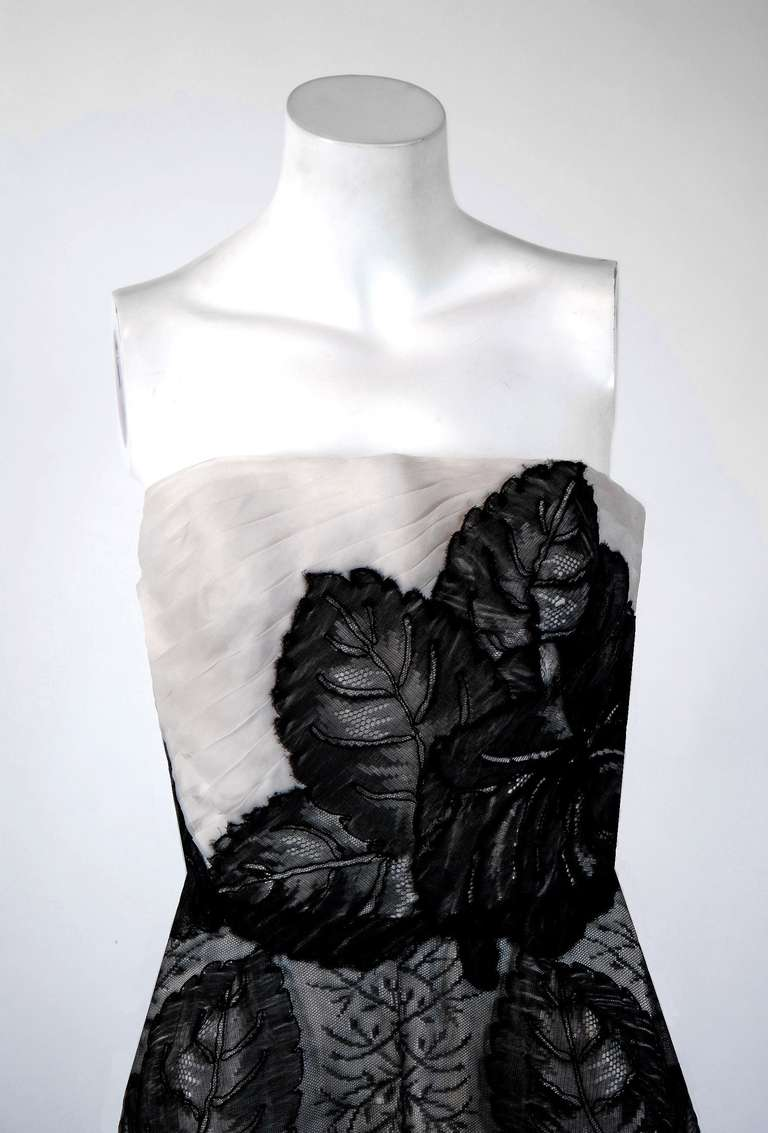 Hattie Carnegie Black and White Lace Illusion Asymmetric Strapless Gown, 1951 In Excellent Condition For Sale In Beverly Hills, CA