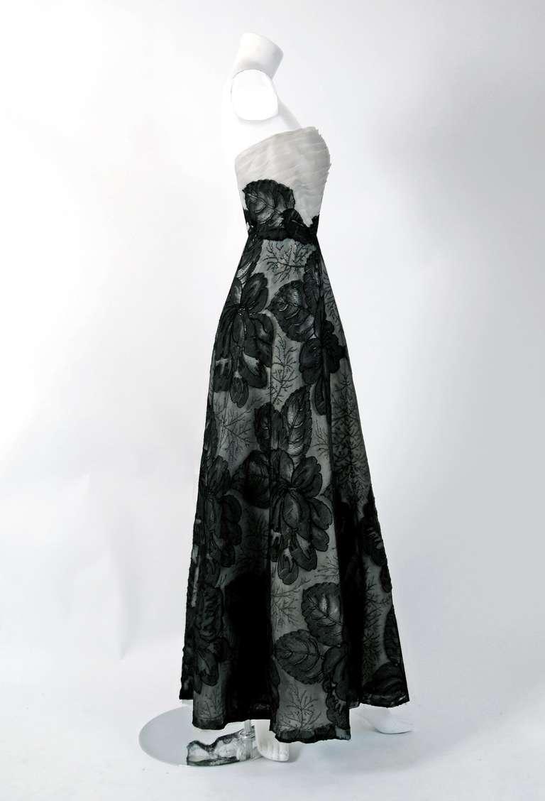 1951 Hattie Carnegie Black & White Lace Illusion Asymmetric Strapless Gown 5