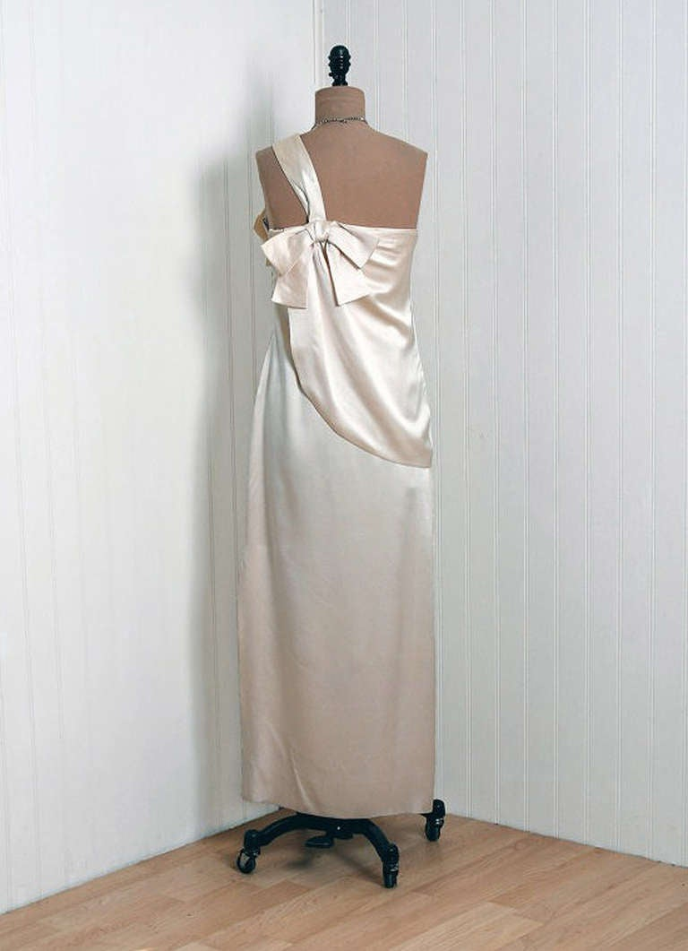 Women's 1960's Ivory-Creme Draped Silk One-Shoulder Grecian Goddess Evening Gown For Sale