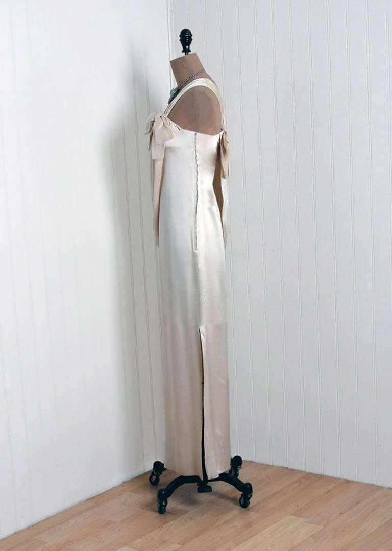 1960's Ivory-Creme Draped Silk One-Shoulder Grecian Goddess Evening Gown In Excellent Condition For Sale In Beverly Hills, CA