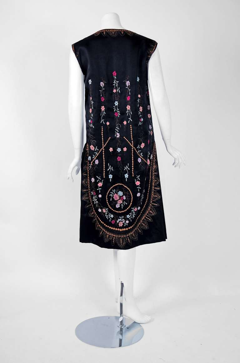 1920's French Heavily-Embroidered Metallic Floral Silk Drop-Waist Flapper Dress For Sale 1