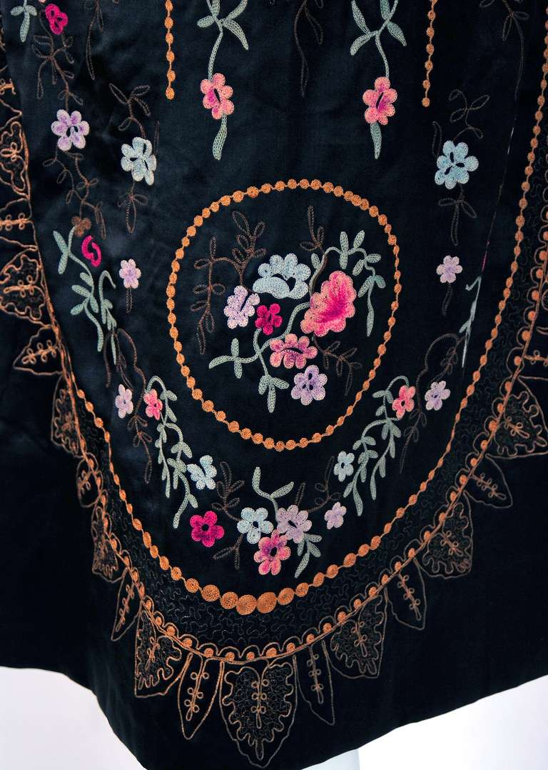 Black 1920's French Heavily-Embroidered Metallic Floral Silk Drop-Waist Flapper Dress For Sale