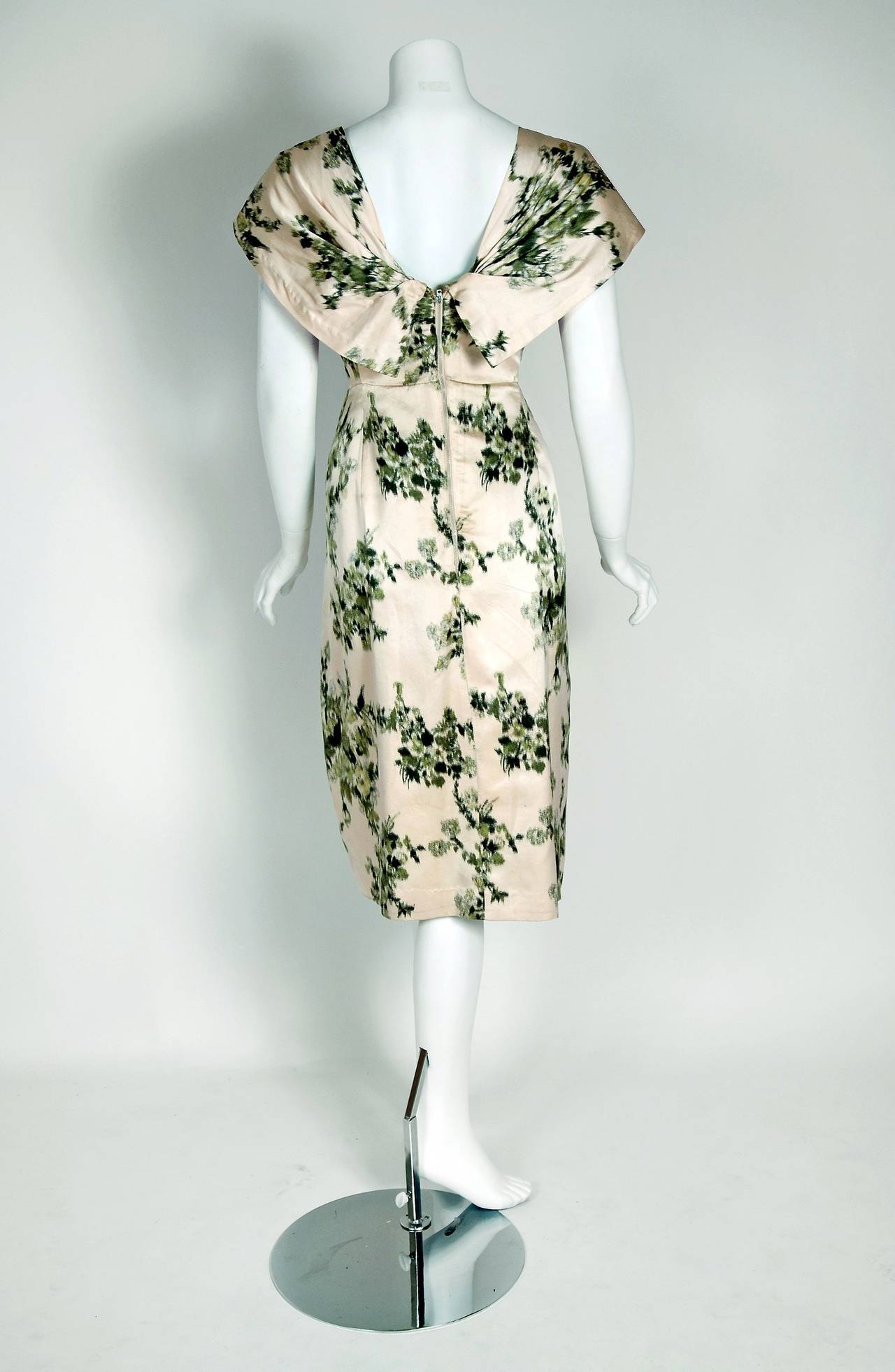 1950's Manguin Haute-Couture Ivory & Green Satin Shawl-Collar Cocktail Dress In Excellent Condition For Sale In Beverly Hills, CA