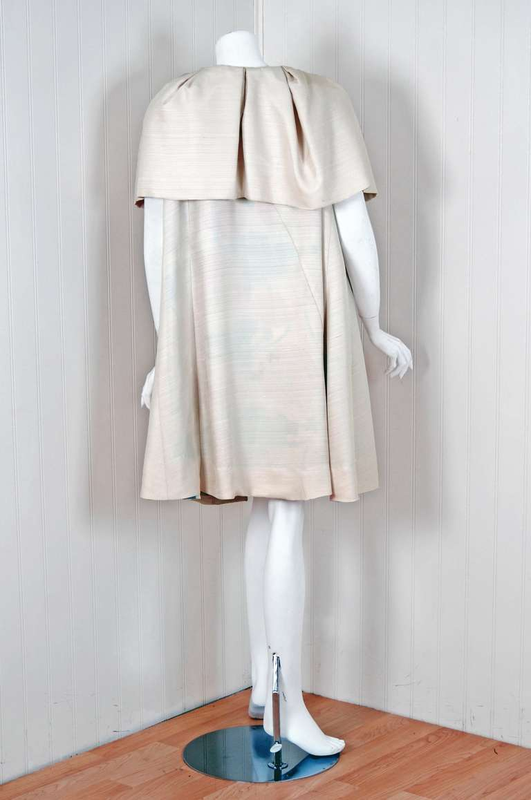 Women's 1960's Arnold Scaasi Elegant Ivory-Creme Silk Portrait-Collar Cape Jacket For Sale