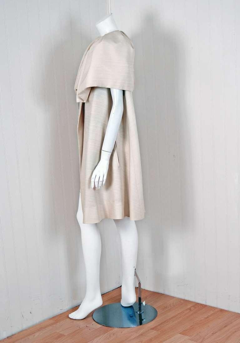 Gray 1960's Arnold Scaasi Elegant Ivory-Creme Silk Portrait-Collar Cape Jacket For Sale