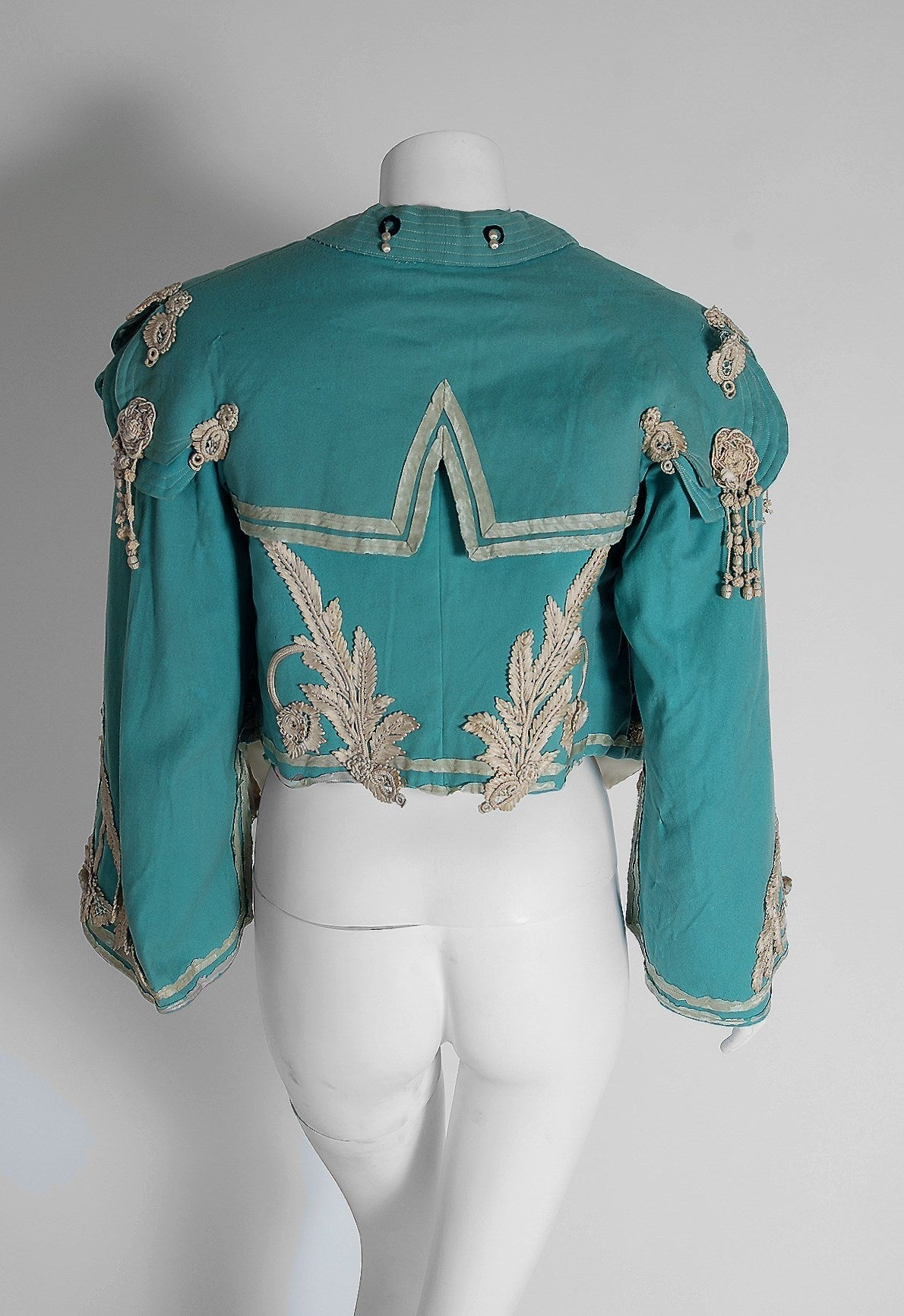 1890's Victorian Antique Tiffany-Blue Applique Wool Bell-Sleeve Cropped Jacket For Sale 2